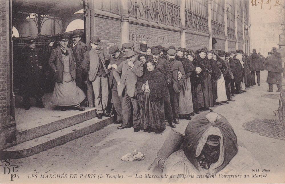 Marché du Carreau du Temple marchands de friperie 1904 Souviens Toi De Paris