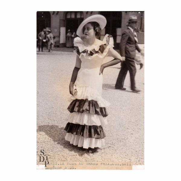 Paris Photo Mode estivale au Grand Prix de Longchamp 1935 Souviens Toi De Paris mode au Grand Prix de Paris vue O