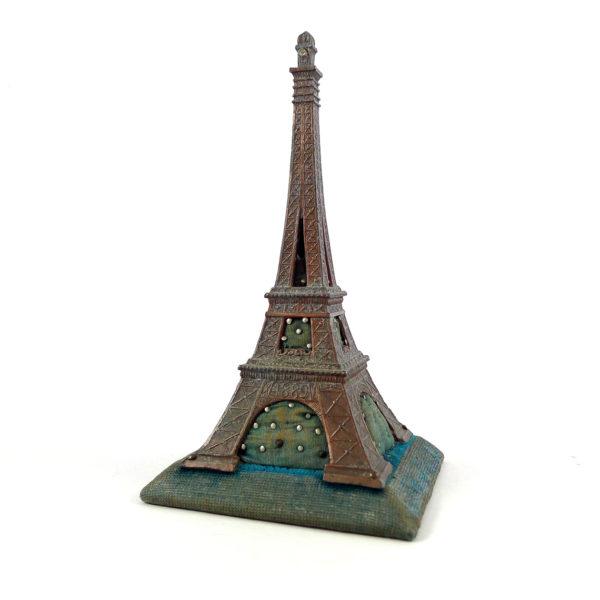 Ancien pique-épingles Tour Eiffel - Souvenir de l'Exposition Universelle de 1889 Souviens Toi De Paris vue 0 Paris antique
