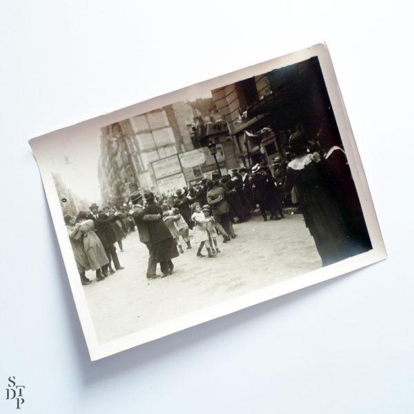 Bal populaire rue du Faubourg Saint-Denis circa 1916 Souviens Toi De Paris vintage photo vue 2 photo ancienne paris vintage