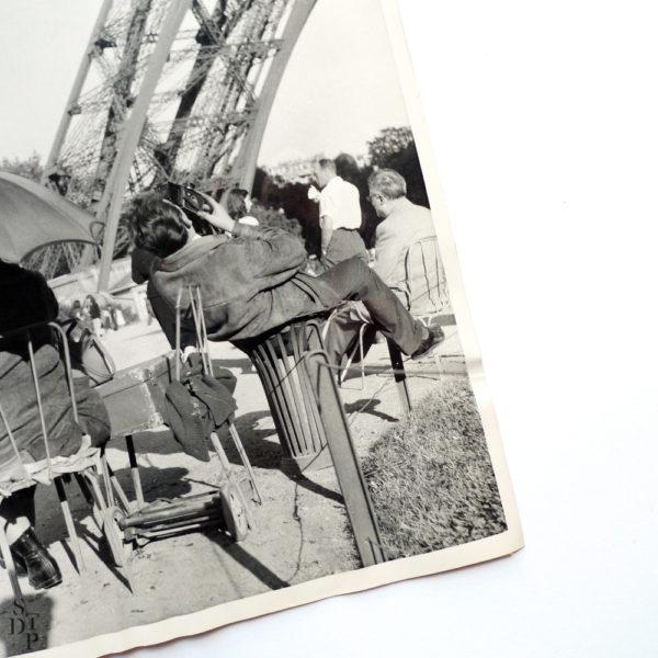 Photo photographe Tour Eiffel à tout prix 1957 Souviens Toi De Paris vintage photo ancienne vue 2