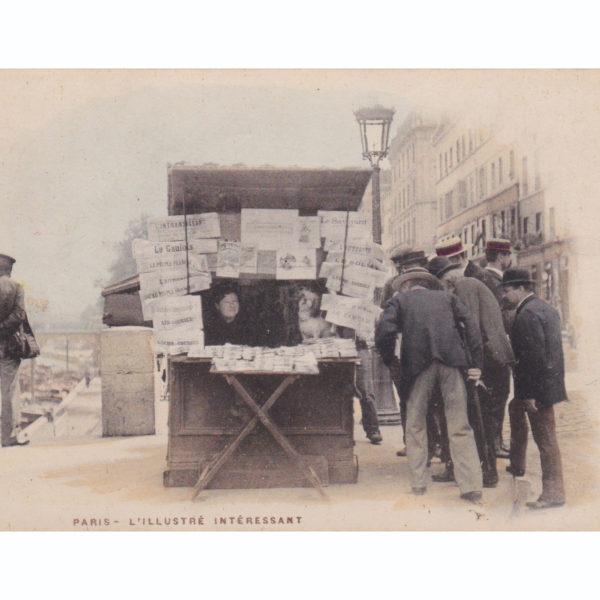 L'illustré intéressant Carte postale ancienne kiosque parisien Souviens Toi De Paris vue 0 Paris Vintage