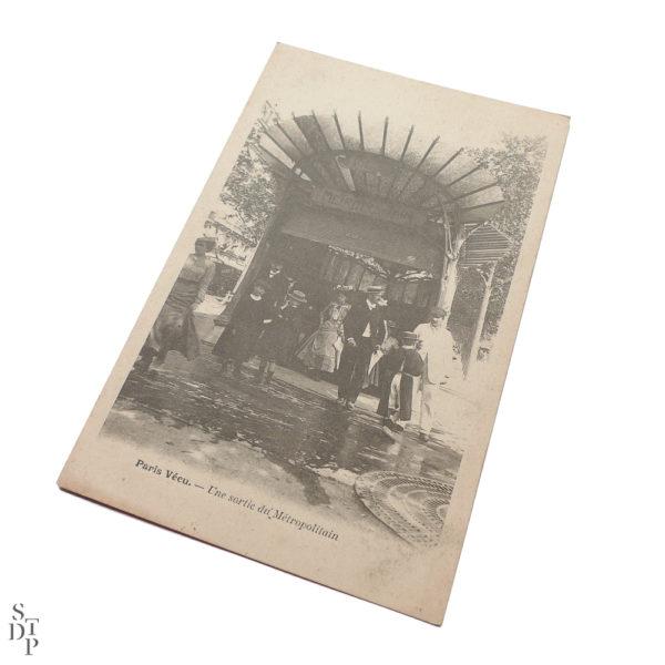 Une sortie du Métropolitain Paris Vécu CPA - 1904 Souviens Toi De Paris vue 1 Carte Postale Ancienne