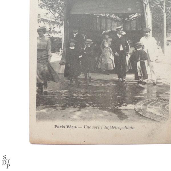 Une sortie du Métropolitain Paris Vécu CPA - 1904 Souviens Toi De Paris vue 2 Carte Postale Ancienne