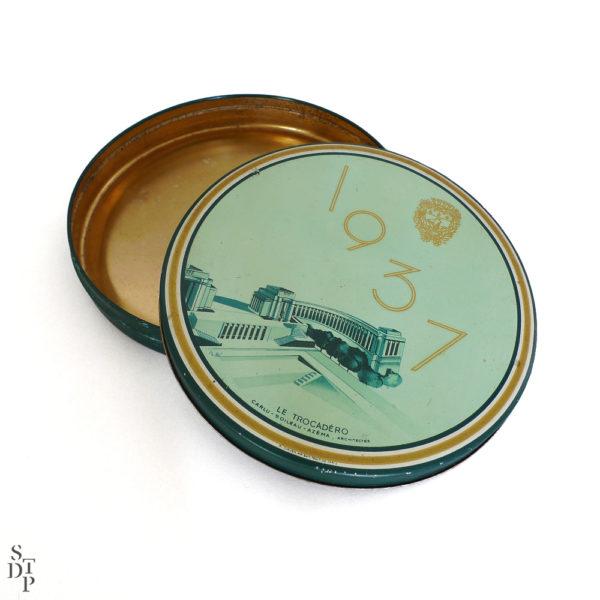 Boite tole lithographiée souvenir du Trocadero 1937 vue 2 Souviens Toi De Paris vintage souvenir