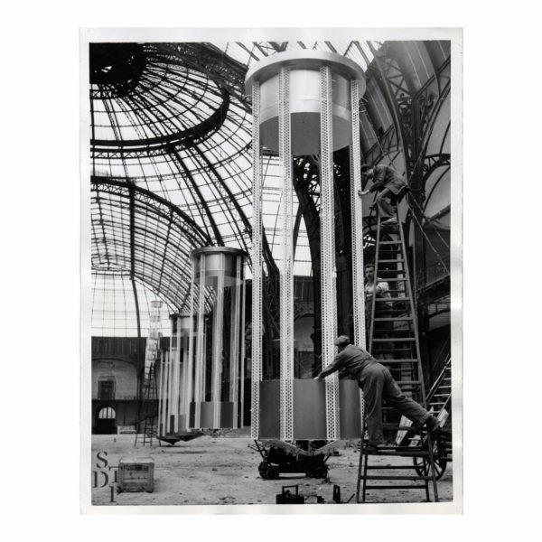 Photo installation lumineuse au Grand Palais 1956 Souviens Toi De Paris vintage photography vue 0